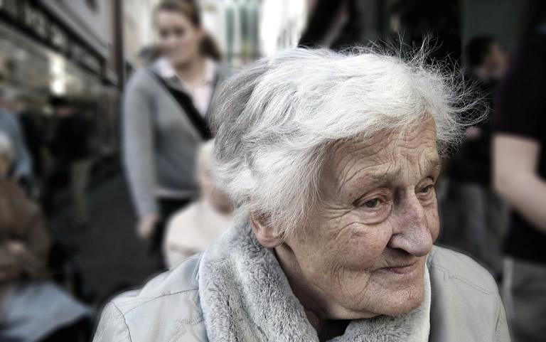 oudere-vrouw-thuiszorg