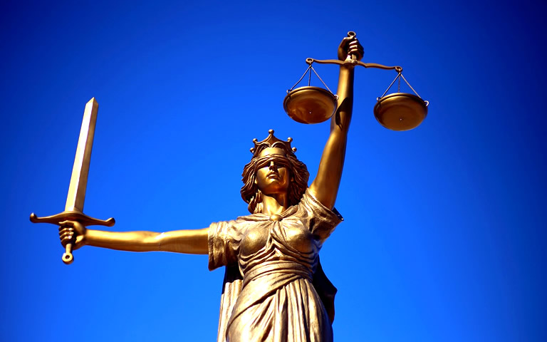 Standbeeld Vrouwe Justitia bij blog kinderopvangtoeslagaffaire