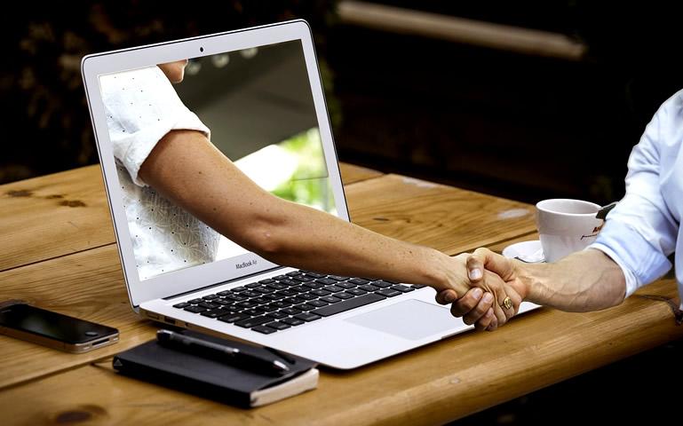 Vertrouwen handdruk laptop