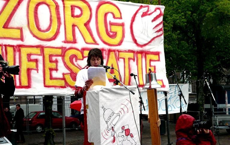 Foto uit 2010 tijdens een manifestatie in Den Haag. Zorg luidt de noodklok