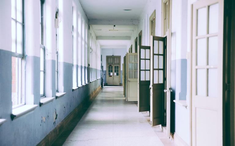 schoolgebouw binnen