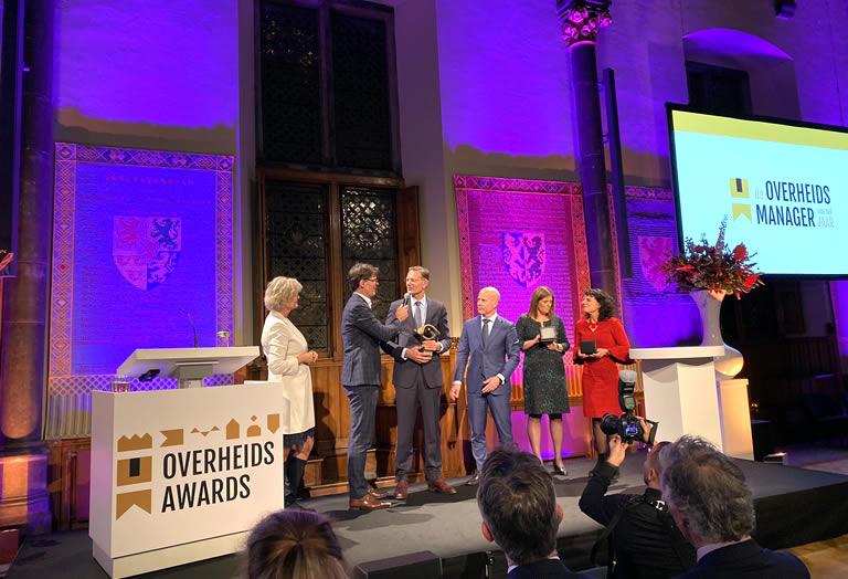 Sylvo Thijsen ontvangt de prijs Beste Overheidsmanager van het jaar 2019